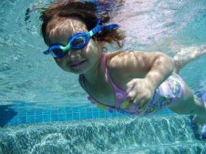 bebe-nageur